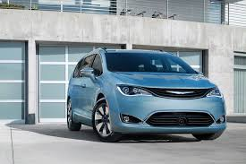 2018 chrysler town and country vs pacifica. modren chrysler photo gallery to 2018 chrysler town and country vs pacifica