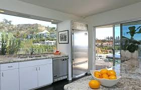 staging a kitchen this clean and well lit kitchen is perfectly staged we can see that