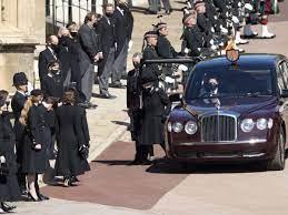 Il pianto della Regina, il dolore di Carlo. Per l'addio al nonno William e  Harry tornano a parlarsi - Ultime Notizie