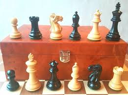chess set mod staunton holmes study lacquered wood wood board and wood