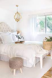 how to decorate with all white bedding