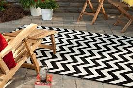 how to choose the perfect outdoor rug one page review horchow outdoor rugs