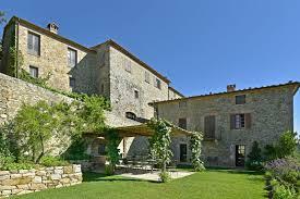 monteverdi hotel avoids folkloristic