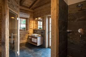 Bad Und Wellnessbereich Mit Sauna Und Regendusche Im Kuschel