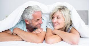 seksi vanhemman miehen kanssa