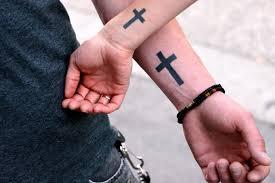 татуировка на руке крест фото