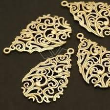 Kite Shield Pendant, Matte Gold Plated over Brass / <b>27mm x</b> 34mm
