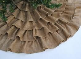 burlap christmas tree skirt. very cool.
