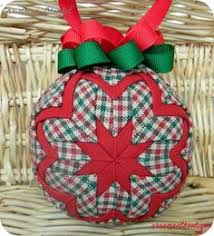 Learn to make these quilted ornaments from fabric and ribbon with ... & Quilted Christmas Ornament fabric red geen por OrnamentBoutique Adamdwight.com