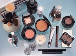 dermatologists told us their top makeup tips misuma istock finding makeup for acne e