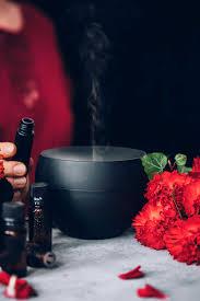10 Aphrodisiac Essential Oils For Love And Romance Hello Glow