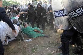Resultado de imagen para represion a trabajadores argentina