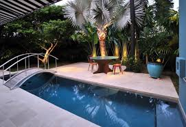 10 beautiful gardens with tropical plants