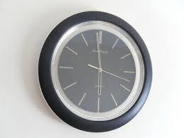 round black gold quartz wall clock