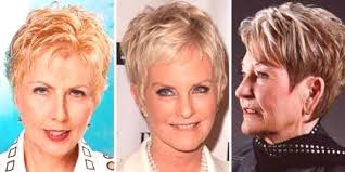 účesy Pro Starší ženy Na Středních Dlouhých A Krátkých Vlasů