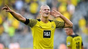 Erling braut haaland is a norwegian professional footballer who plays as a striker for bundesliga club borussia dortmund and the norway national team. Bvb Gewinnt 5 2 Haaland Besiegt Frankfurt Tagesschau De