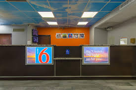 Motel Six We Ll Leave The Light On For You Motel 6 Atlanta Airport Ga Booking Com