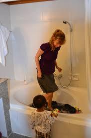 wash laundry in bathtub ideas