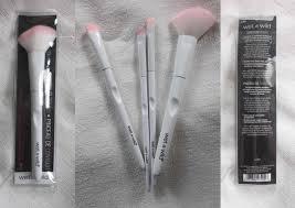wet n wild makeup brushes. wet n wild brush edisi warna putih ini ada sekitar 17 macam loh. mulai dari face brush, eye brow sampai finishing lengkap. makeup brushes u