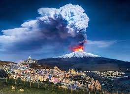 © proporcionado por adn radio las impresionantes imágenes que dejó la erupción del volcán etna en italia. Entro En Erupcion El Volcan Etna Revista Roomin