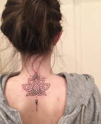 узор цветка лотоса тату на спине у девушки добавлено иван вишневский