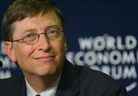 Bill Gates, op de plek waar hij graag gezien wil worden, tussen regeringsleiders en topindustriëlen.. Hier op het 'World Economic Forum' in Davos. - bill-gates
