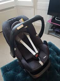 maxi cosi pebble car seat black and family fix isofix base