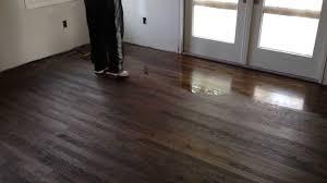 how to apply polyurethane on hardwood floors