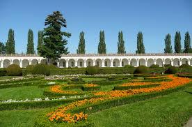 file kromeriz flower garden statues gallery 40463 jpg