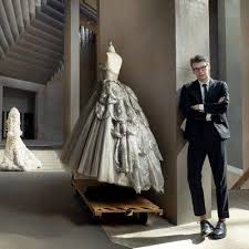 Ocean's 8 andrew bolton (2018). Brilliant Andrew Bolton Curator In Charge Of The Costume Institute At The Met Manusxmachina Themet Costumeinstitute Redcar Vintage Dresses Fashion Dresses