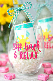 Sip Back and Relax Wine Glasses - Make this summery wine glass with your  Cricut -