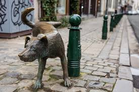 outline dogs statues