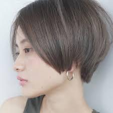 セピアグレーカラーと前髪長めのショートボブが人気 Hair And Make