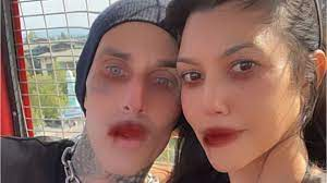Kourtney Kardashian Bonds With Travis ...
