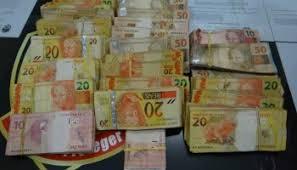 Resultado de imagem para imagem de dinheiro no saco