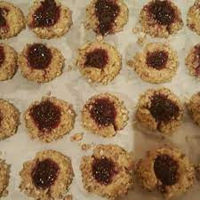 Place 1/4 teaspoon jam in center of each cookie, spreading out to paste. Austrian Jam Cookies Photos Allrecipes Com