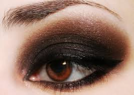 smokey eye look advers