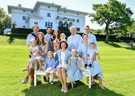 Family Picture The Swedish Royal Family Releases A Full Family Photo