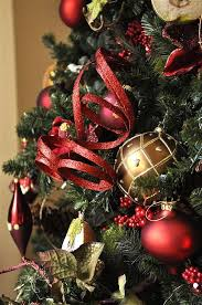 How To Decorate A Christmas Tree  Amazing Red And Gold ...