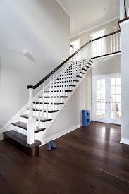 Eingang treppe steintreppen treppenstufen einfahrt architektur hamburg bilder haus ideen padang. Diese Diele Ist Offen Bis Ins Og Die Treppe Hat Gedrechselte Offene Gelanderstabe Und Als Abschluss Eine Gelanders Hausrenovierung Diele Amerikanische Hauser