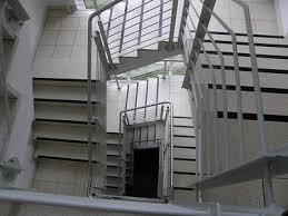 Die stahltreppe, die wohl robusteste treppe unter den treppen, muss nicht zwingend kalt und ungemütlich sein. Wann Ist Eine Treppe Eine Notwendige Treppe Patrick Gerhold