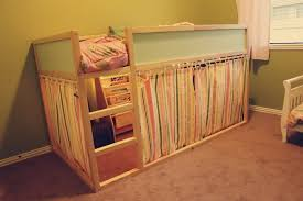 Letto Kura Montessori : Love the way this ikea kura bed hack turned out fabric side