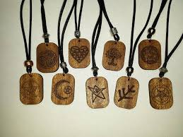 at 6 a necklace which i think is a pretty decent deal i can make 150 from the same 25 chits of sapele wood that would make one rune set