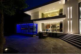 Modern exterior lighting Soffit Modern Contemporary House With Great Outdoor Lighting Design Modern Outdoor Lighting Decorations Almosthomebb Modern Contemporary House With Great Outdoor Lighting Design
