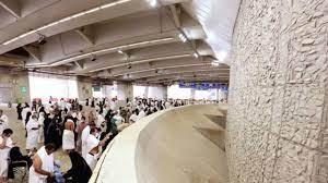 حجاج بيت الله يواصلون رمي الجمرات في أول أيام التشريق