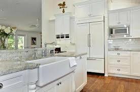white farmhouse kitchen tactacco