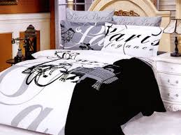choosing black and white bedding sets