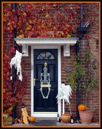 15 Halloween Porch Decorating Ideas That Are Spooky \u0026 Cute \u2014 but ...
