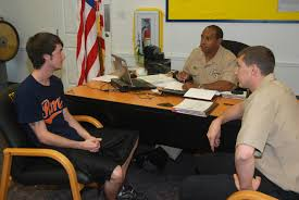 file us navy n mn navy recruiters talk to a recruit file us navy 110519 n mn593 037 navy recruiters talk to a