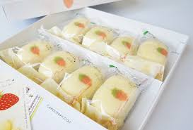 Japanese Snack Tokyo Banana Strawberry Cake From Ginza Review